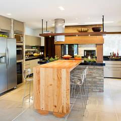 مطبخ تنفيذ Maria Christina Rinaldi Arquitetos