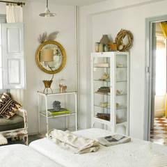 Bed & Breakfast en La Rioja: Dormitorios de estilo  de Casa Josephine