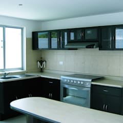 Kitchen by IPALMA ARQUITECTOS