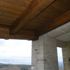 Ristrutturazione casale di campagna. Umbria. Provincia di Perugia: Terrazza in stile  di Studio Architetti Cornacchini - De Boni