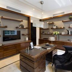 Fairways at the Bishops Avenue:  Study/office by Celia Sawyer Luxury Interiors