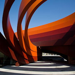 Museos de estilo  por Ron Arad Architects,
