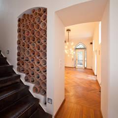 地中海走廊,走廊和楼梯 根據 Einwandfrei - innovative Malerarbeiten oHG 地中海風