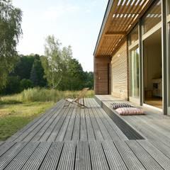 Casas prefabricadas de estilo  por SOMMERHAUS PIU