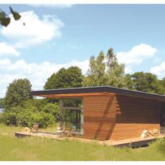 Prefabricated home by SOMMERHAUS PIU, Scandinavian Wood Wood effect