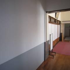 本堂南側西隅の壁AFTER: プライム建築設計が手掛けた会議・展示施設です。