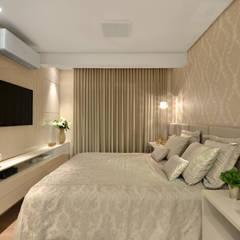 Apartamento S|R: Quartos  por Redecker + Sperb arquitetura e decoração,Clássico