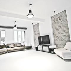 غرفة المعيشة تنفيذ SzturArchitekten GmbH