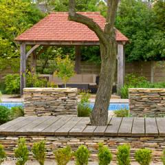 Wednesday House:  Garden by Aralia