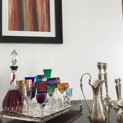 Apartamento clássico em São Paulo: Sala de estar  por Kika Prata Arquitetura e Interiores.,