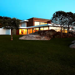 Augusta House: Casas  por Risco Singular - Arquitectura Lda