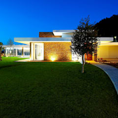 Augusta House: Casas  por Risco Singular - Arquitectura Lda,Minimalista