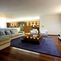 Sala Estar Augusta House: Salas de estar  por Risco Singular - Arquitectura Lda