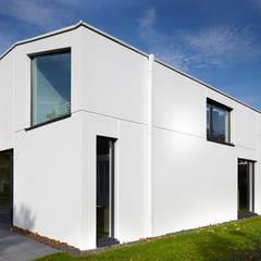 Effizienzhaus als Einfamilienhaus Moderne Häuser von pier7 architekten gmbh Modern