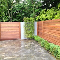 Contemporary screening , fencing & wall panels:  Garden by Paul Newman Landscapes