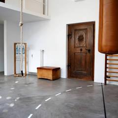 Sportloft Düsseldorf: industrialer Fitnessraum von MEA Studio - Architektur I Innenarchitektur I Retail Design