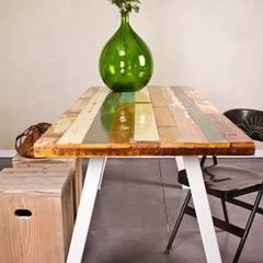 Tisch recyceltes Holz/Stahlbeinen: industriell  von PURE Wood Design,Industrial