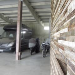 HANG#J : Garage/Rimessa in stile  di Margarete (Architetti Anselmi S. e Crucianelli E.)