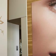 "Centro de estètica ""Sonia Rovira"": Clínicas de estilo  de lauraStrada Interiors"