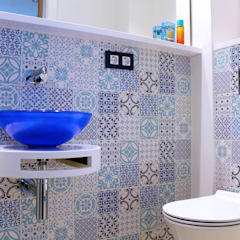 Bathroom by lauraStrada Interiors