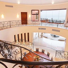 Casa Mariposa: Pasillos y recibidores de estilo  por arqflores / architect