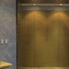 ESS 11: Pasillos y recibidores de estilo  por NIVEL TRES ARQUITECTURA