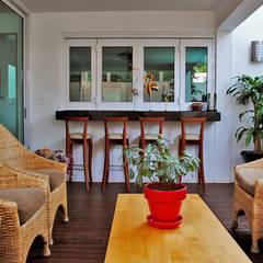 Casa Guadalquivir: Terrazas de estilo  por CORTéS Arquitectos
