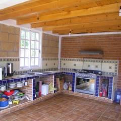 Nhà bếp by JRK Diseño - Studio Arquitectura