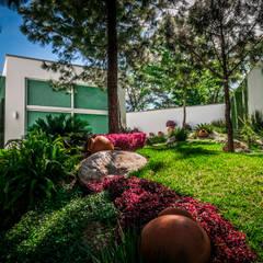 Casa Villarreal: Jardines de estilo  por Urban Landscape