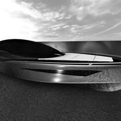 duk yacht: Yacht & Jet in stile  di studiooxi