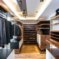 Closets ecléticos por Sobrado + Ugalde Arquitectos