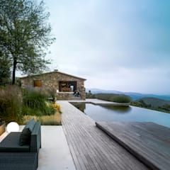 Infinity pool by ZEST Architecture , Rustic