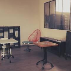 L'atelier-showroom : Espaces commerciaux de style  par Hewel mobilier