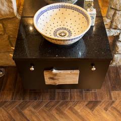 Projekt 48 _  łazienka na parterze: styl , w kategorii Łazienka zaprojektowany przez k.halemska