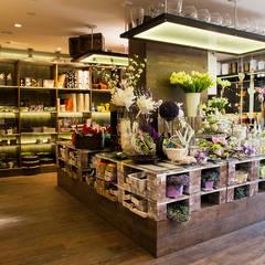 projekt kwiaciarni: styl , w kategorii Powierzchnie handlowe zaprojektowany przez k.halemska