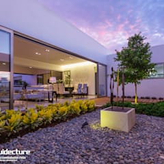 Jardines con piedras de estilo  por Grupo Arquidecture
