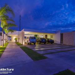 CASA KOPCHE: Garajes abiertos de estilo  por Grupo Arquidecture, Moderno Piedra