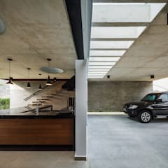 Planalto: Garagens e edículas modernas por FCstudio