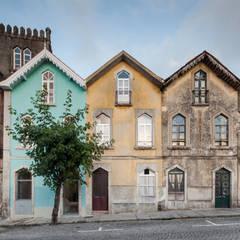 Chalé das Três Esquinas: Casas  por Tiago do Vale Arquitectos