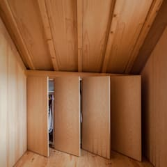 Dressing room by Tiago do Vale Arquitectos, Eclectic