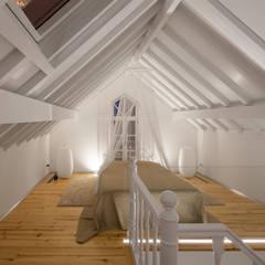 Bedroom by Tiago do Vale Arquitectos, Eclectic