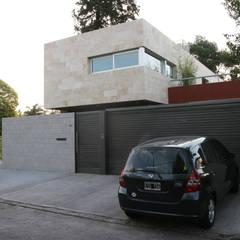 CASA RC: Casas de estilo  por ESTUDIO GEYA
