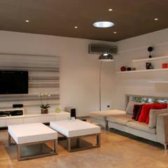 CASA RC: Livings de estilo  por ESTUDIO GEYA