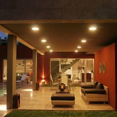 CASA RC: Jardines de estilo  por ESTUDIO GEYA