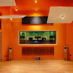 Studio nagrań z częścią mieszkaniową: styl , w kategorii Miejsca na imprezy zaprojektowany przez Heliolux Design