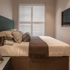 Eaton Mews North: Belgravia:  Bedroom by Roselind Wilson Design