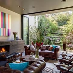 Casa PN: Salas de estilo  por ZD+A