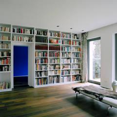 Villa in Berlin - Dahlem:  Arbeitszimmer von C95 ARCHITEKTEN