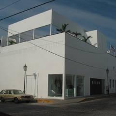 Club de Santos, Puerto Vallarta, Jalisco: Bares y discotecas de estilo  por Taller Luis Esquinca,