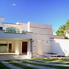 Houses by Excelencia en Diseño,